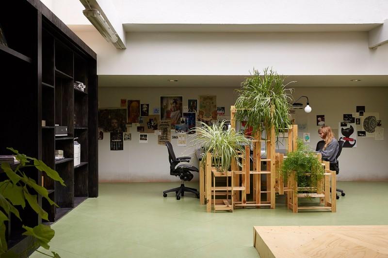 Random-Studio-Office-04-800x533