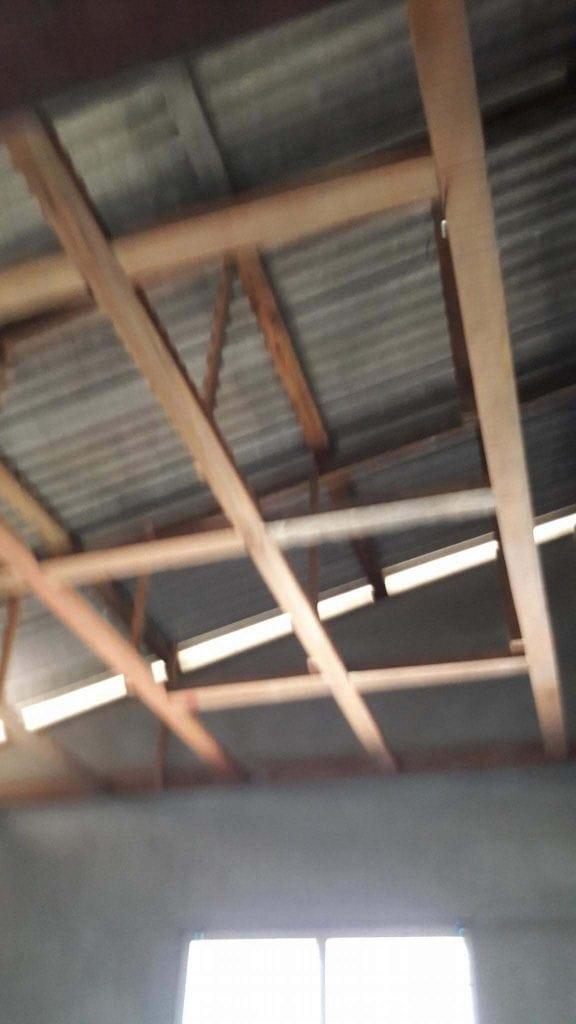 ใส่ฝ้าเพดาน รีโนเวทบ้านชั้นเดียว ด้วยเงินเก็บจากน้ำพักน้ำแรง แปลงโฉมใหม่เพื่อแม่และยาย