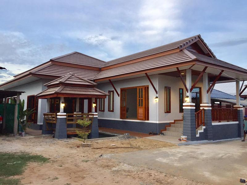 สร้างบ้านชั้นเดียวไทยประยุกต์ยกพื้นสูง