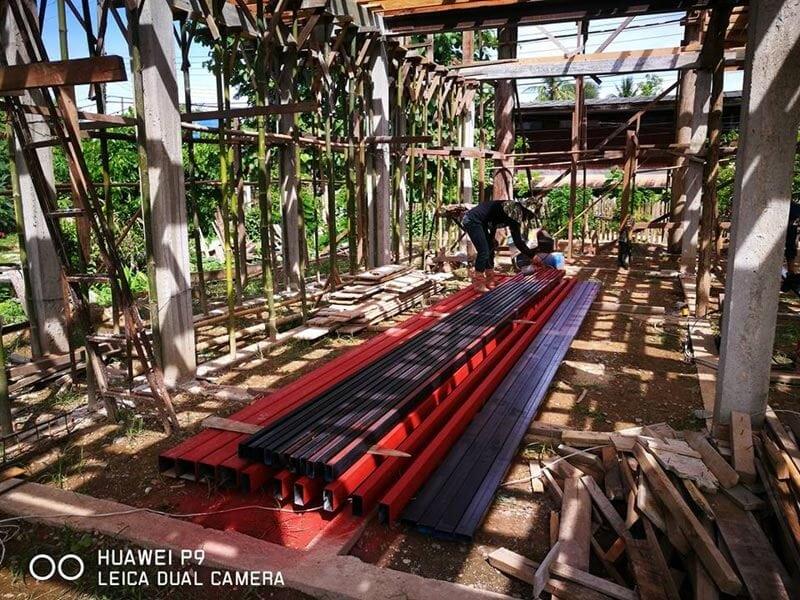 บ้านไม้เดิมระหว่างรื้อถอนและสร้างใหม่เป็นบ้านไม้ครึ่งปูนสองชั้นสไตล์ loft